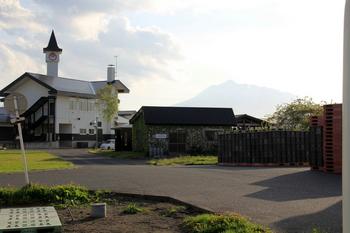 ふるさとセンターと岩木山.JPG
